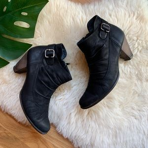 Paul Green💕Chelsea Leather Ankle Buckle Bootie